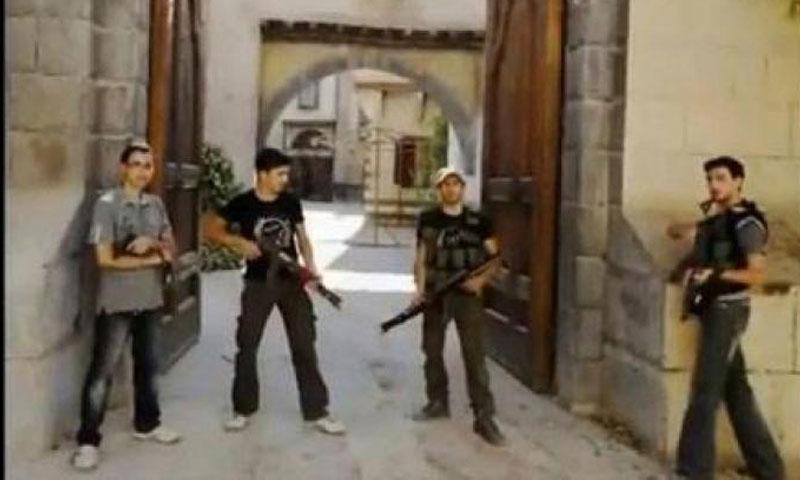 """عناصر من الجيش السوري الحر في موقع تصوير """"باب الحارة"""" بريف دمشق - تموز 2013 (يوتيوب)"""