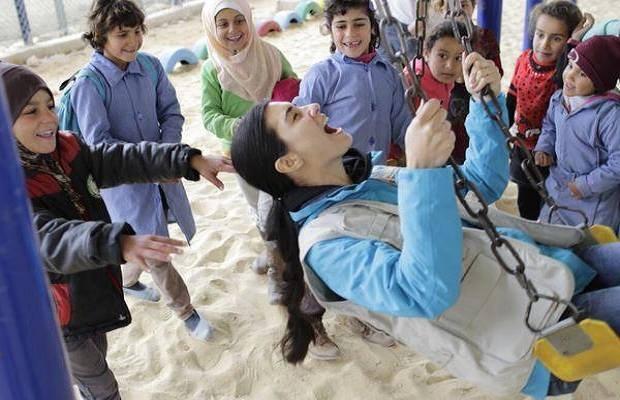 الممثلة توبا في مخيم الزعتري - الأربعاء 4/3/2015