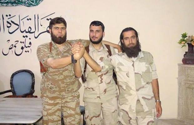 ناصر نهار (وسط)