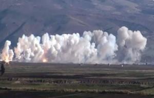 قصف بالصواريخ العنقودية وغارات جوية استهدفت سهل الغاب، الخميس 3 كانون الأول