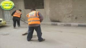 أعمال تنظيف الشوارع وترحيل القمامة من أحياء مدينة درعا، 21 حزيران 2015.