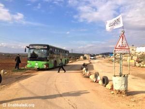 نازحو شمال حلب في دارة عزة يتجهون نحو حلب وإدلب - الأربعاء 10 شباط 2016 (عنب بلدي).