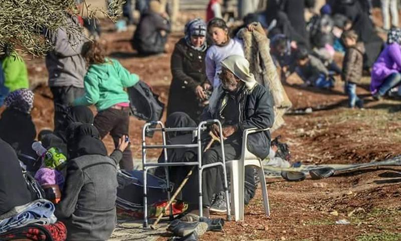 نازحون سوريون بالقرب من الحدود مع تركيا (Federica Iezzi)