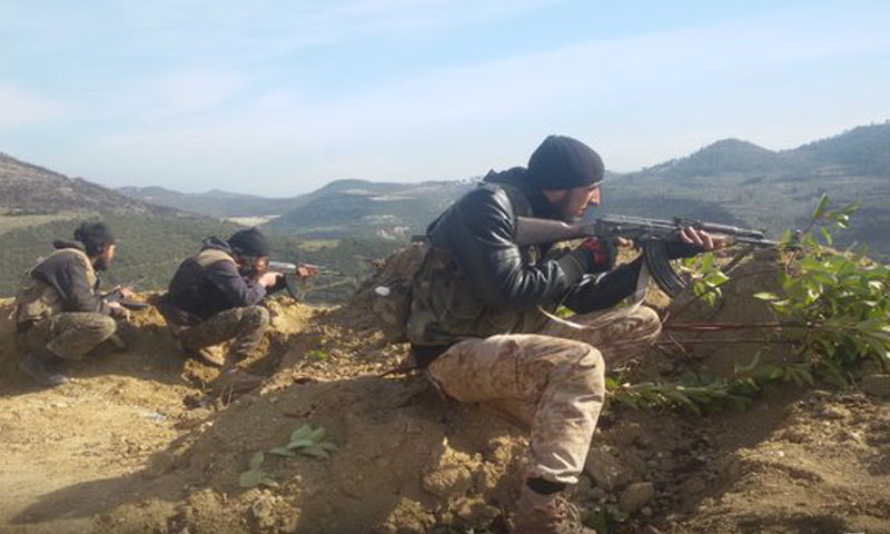 """مقاتلون من """"جيش الشام"""" في الجيش الحر على جبهات جبل التركمان في ريف اللاذقية، الأحد 14 من شباط."""