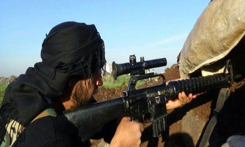 أرشيفية- مقاتل من المعارضة على جبهة حربنفسة جنوب حماة (جيش الإسلام