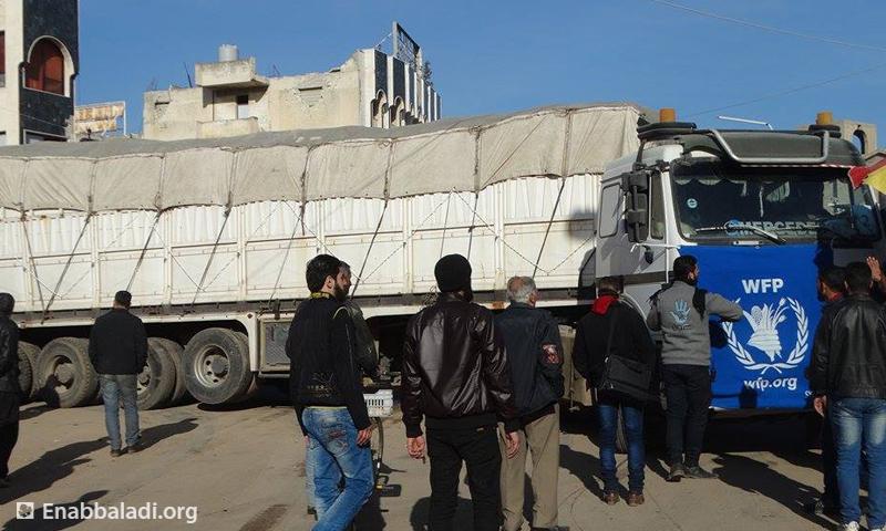 دخول قافلة مساعدات جديدة من قبل الأمم المتحدة إلى حي الوعر، الخميس 4 شباط.