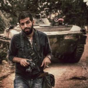 المصور فؤاد حلاق خلال معارك حلب (فيسبوك)