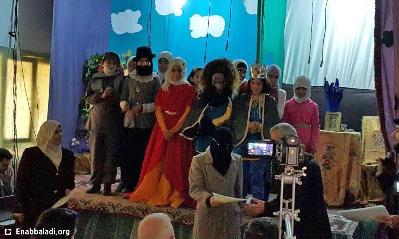 """مسرحية """"الحسناء والوحش"""" في مدينة دوما بالغوطة الشرقية - الأربعاء 30 آذار 2016 (عنب بلدي)."""