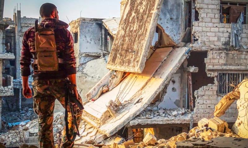 مقاتل في الجيش الحر - درعا المحطة 21 كانون الأول 2015 (عدسة ابن البلد).