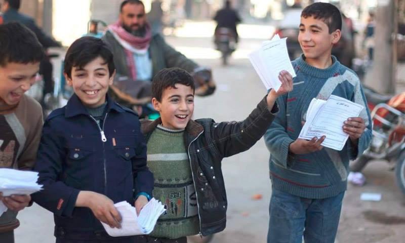 أطفال في الغوطة الشرقية يسخرون من المنشورات