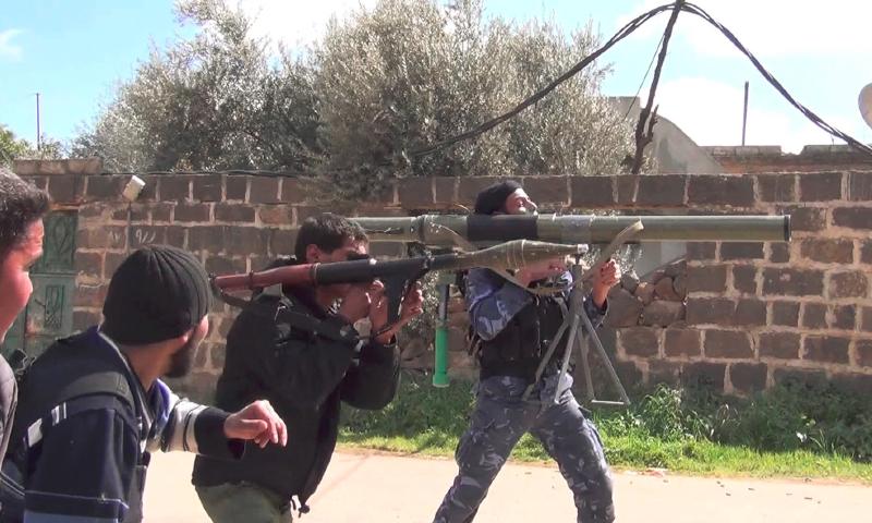 تعبيرية: أرشيفية لمقانلين خلال السيطرة على مدينة إنخل شمالي درعا - 2013 (فيس بوك)