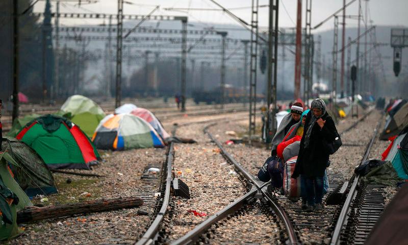 لاجئون على الحدود اليونانية- المقدونية - الأربعاء 9 آذار 2016 (رويترز).