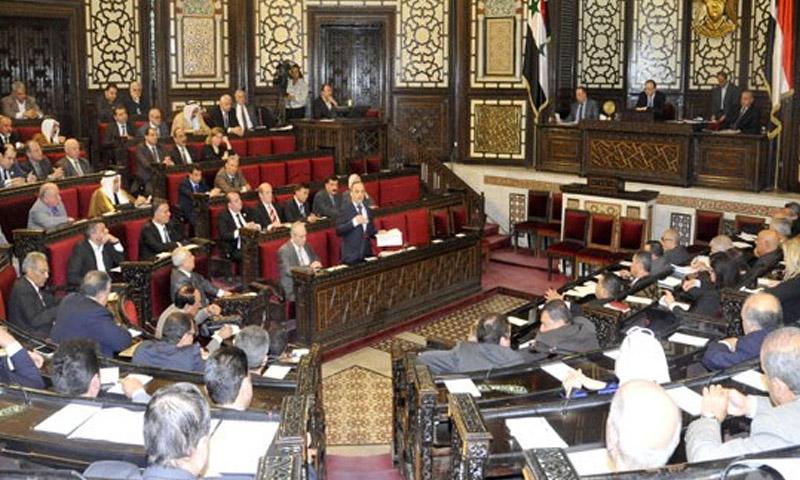 وزير الكهرباء في حكومة النظام، عماد خميس، خلال جلسة استجواب في مجلس الشعب 29 شباط 2016 (سانا)
