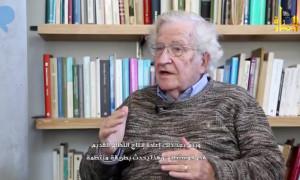 المفكر والفيلسوف الأمريكي نعوم تشومسكي، في إصدار جبهة النصرة.