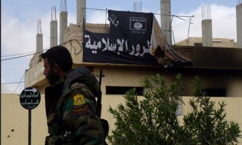 مقاتل في قوات الأسد في مدينة تدمر - 27 آذار 2016 (AFP)