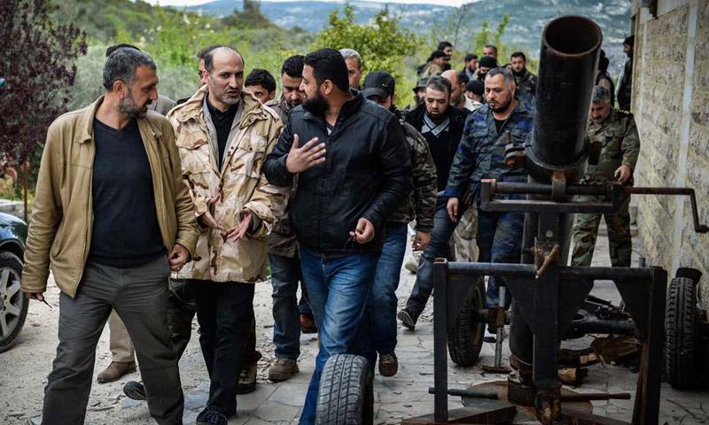 أرشيفية لرئيس الائتلاف الوطني الأسبق، أحمد الجربا، مع مقاتلين في اللاذقية (إنترنت)