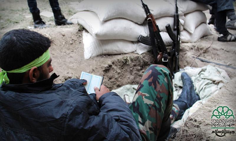مقاتل من جيش الإسلام (أرشيفية)