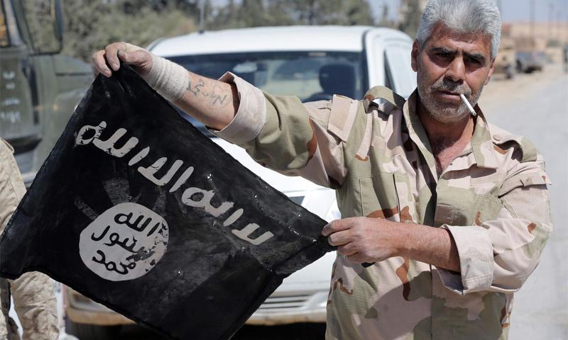 جندي تابع لقوات الأسد في مدينة القريتين بريف حمص الشرقي _ الاثنين 4 نيسان 2016