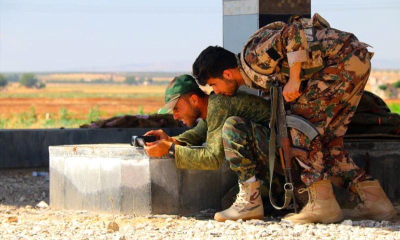 مقاتلون في الجيش السوري الحر في مدينة مارع - أيلول 2015 (AFP)