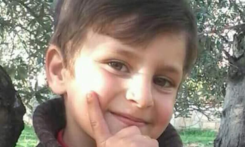 اسماعيل مهيب راجح، توفي مع والدته في القصف الذي استهدف بلدة قلعة المضيق في حماة، السبت 23 نيسان.