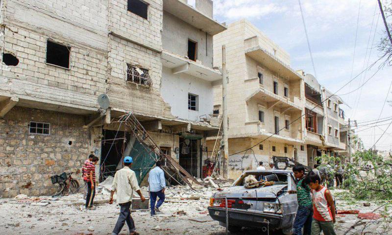 الأضرار المادية جراء استهداف حي الصاخور من الطيران الحربي، الأحد 24 نيسان (وكالة ثقة).