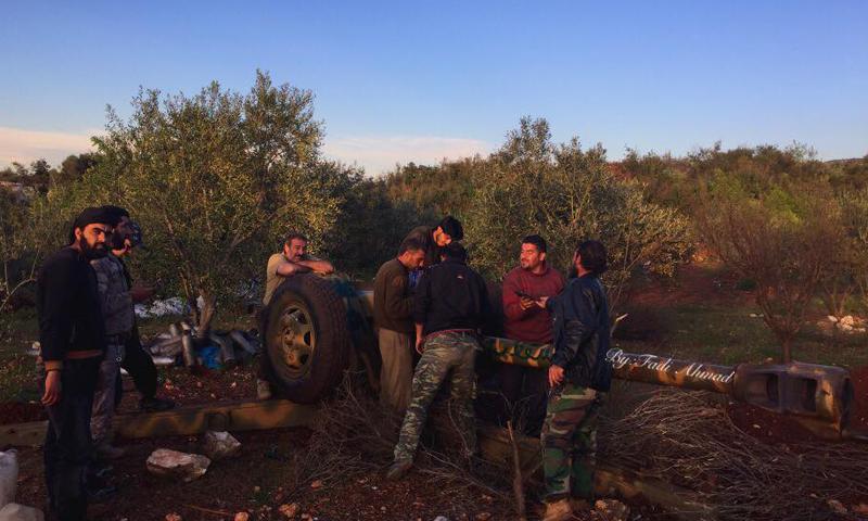 مقاتلو الجيش الحر في جبل التركمان، في ريف اللاذقية الشمالي، الأحد 10 نيسان.