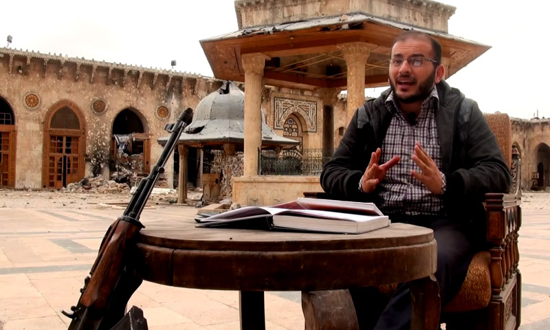 """الإعلامي زاهر الشرقاط في برنامج """"من الخنادق"""" في باحة المسجد الأموي بحلب (يوتيوب)"""