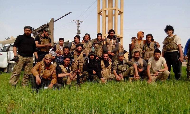 مقاتلون من جيش الإسلام قبل اقتحام بلدة الراعي شمال حلب 7 نيسان 2016 (إنترنت)