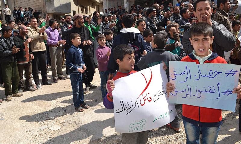 مظاهرة في مدينة الرستن 18 آذار 2016 (المكتب الإعلامي الموحد)