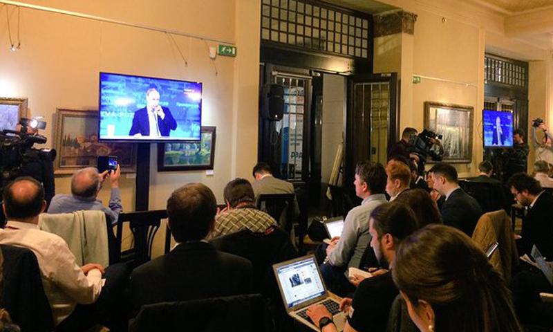 صحفيون روس يستمعون لرئيس بلادهم، فلاديمير بوتين، الخميس 14 نيسان.