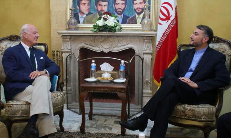 أرشيفية للقاء بين المبعوث الأممي إلى سوريا، دي ميستورا، ومساعد وزير الخارجية الإيراني للشؤون العربية، حسن أمير عبد اللهيان.