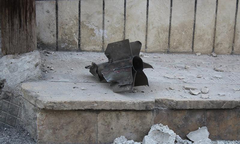 بقايا قذيفة صاروخية استهدفت حي الشيخ مقصود، 2 نيسان، المصدر: المجلس المشترك لحي الشيخ مقصود.