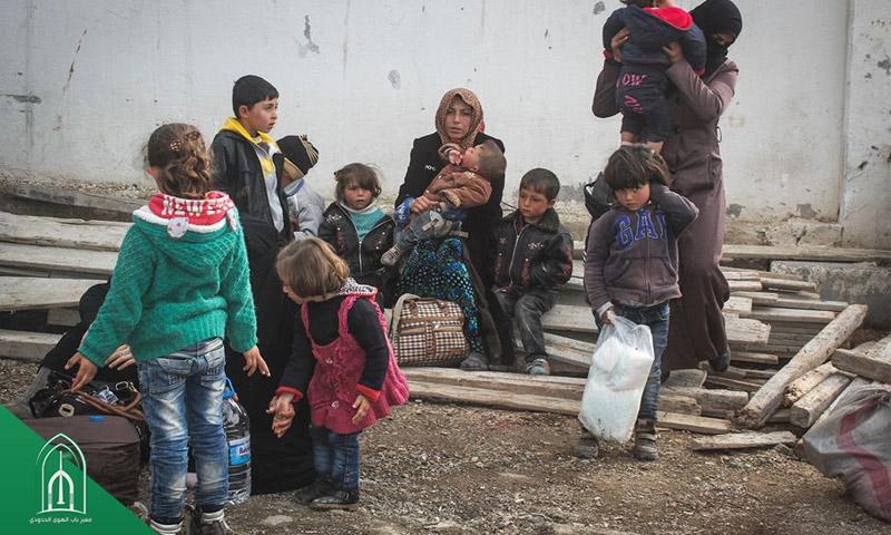 اللاجئون السوريون قرب معبر باب الهوى (صفحة المعبر في فيسبوك)