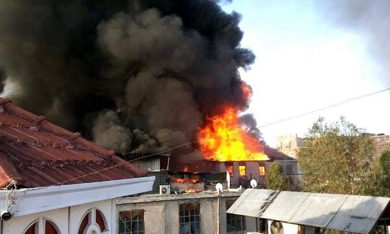 الحرائق أتت على 70 محلًا تجاريًا في سوق العصرونية بالعاصمة دمشق، السبت 23 نيسان.