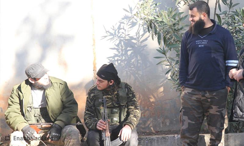 """قائد أركان حركة أحرار الشام """"إسلام1"""" (يمين الصورة - عنب بلدي)"""