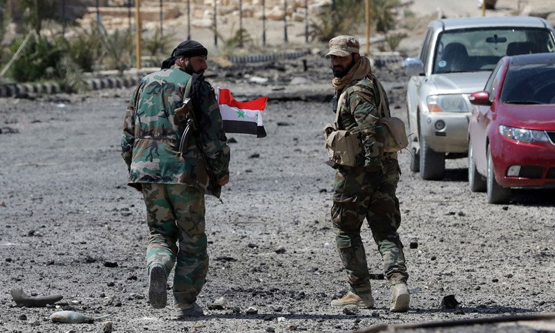 مقاتلان تابعان لقوات الأسد في تدمر 27 آذار 2016 (ِAFP)