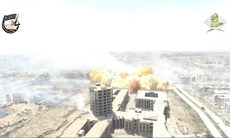 لحظة تفجير المبنى من قبل فصائل المعارضة - 3 أيار 2016 (يوتيوب)