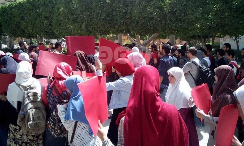 مظاهرة في جامعة القاهرة تضامنًا مع ضحايا حلب (شبكة رصد)