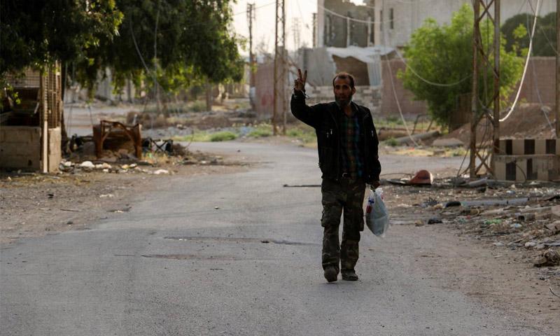 مقاتل في مدينة داريا - 19 أيار 2016 (المجلس المحلي لمدينة داريا)