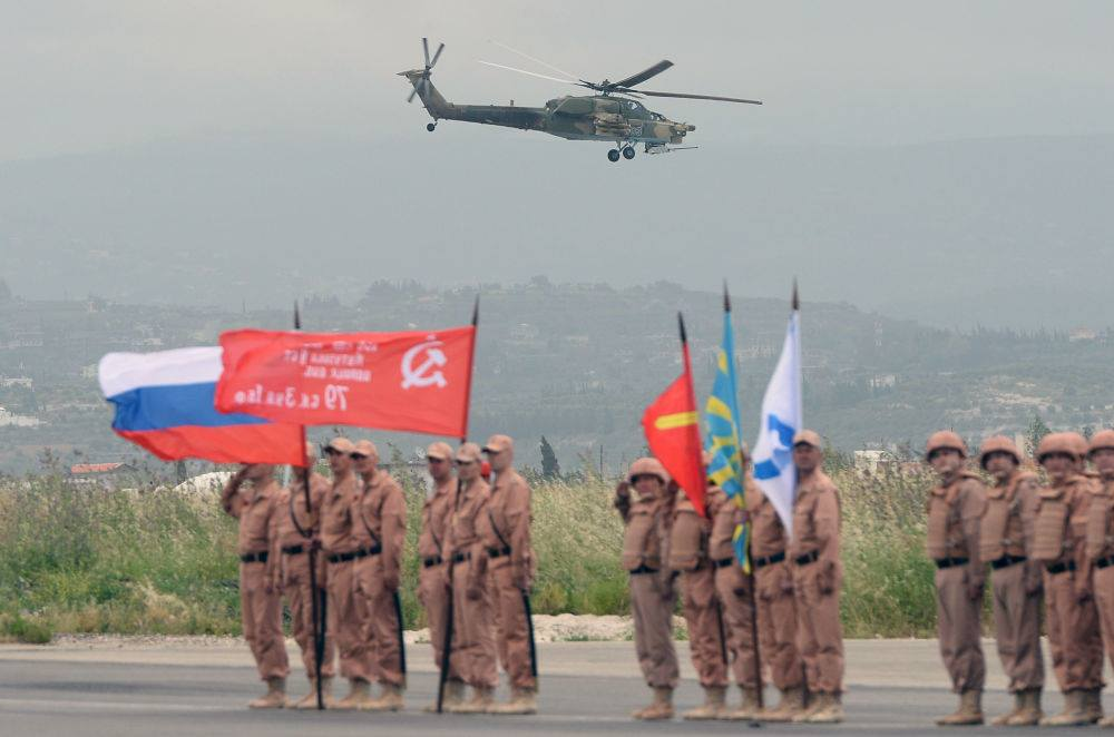احتفال القوات الروسية في قاعدة حميميم، في الذكرى 71 لهزيمة الألمان في الحرب العالمية الثانية.