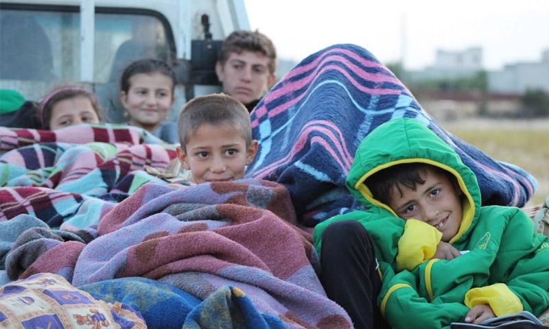 عائلات نازحة من مارع تتوجه إلى عفرين - 28 أيار 2016 (ناشطون)