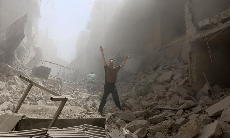 الدمار في حي الكلاسة بمدينة حلب، الخميس 28 نيسان (AFP)