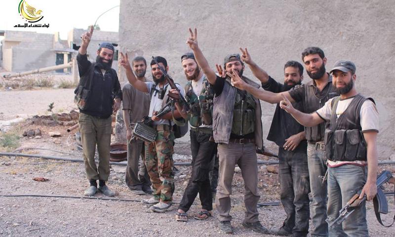 """مقاتلو """"شهداء الإسلام"""" عقب المواجهات، الأحد 22 أيار (لواء شهداء الإسلام)."""