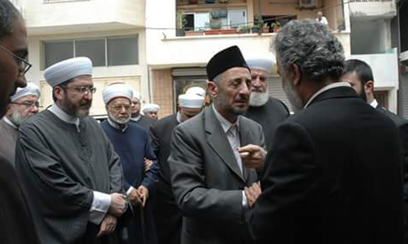 توفيق البوطي يصل مع عدد من علماء الدين إلى مدينة طرطوس، الخميس 26 أيار.