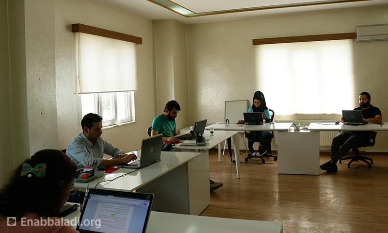 غرفة تحرير الأخبار - راديو نسائم سوريا (عنب بلدي)