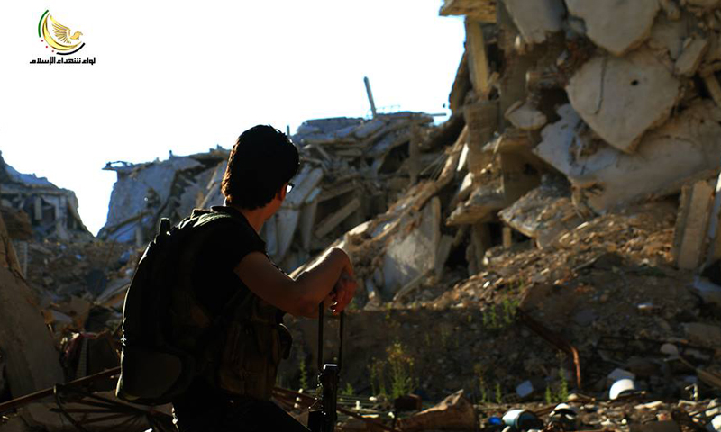 """مقاتل من """"الجيش الحر"""" في مدينة داريا، 7 أيار (لواء شهداء الإسلام)."""