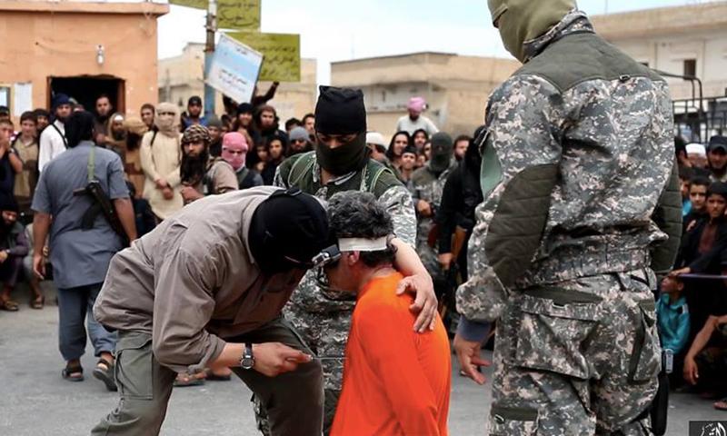 """إعدام المواطن عبد الهادي عيسى السالم على يد تنظيم """"الدولة الإسلامية""""."""