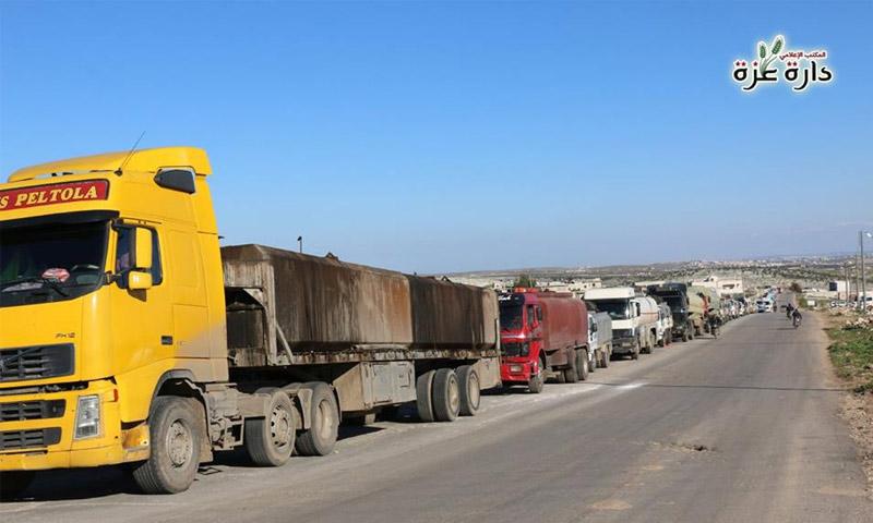 دخول شاحنات الوقود إلى دار عزة في ريف حلب الغربي