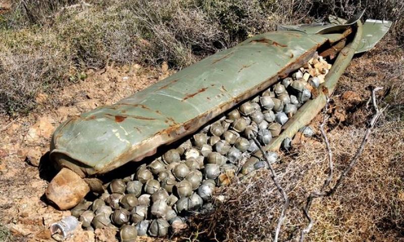 صورة أرشيفية لصاروخ عنقودي لم ينفجر في سوريا.