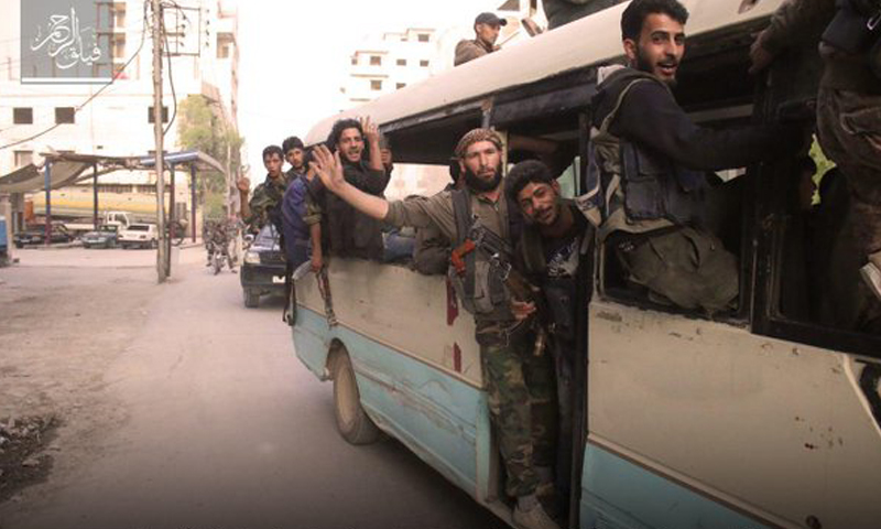 """توجه مقاتلي """"فيلق الرحمن"""" إلى نقاط الاشتباكات في دير العصافير (فيلق الرحمن)."""